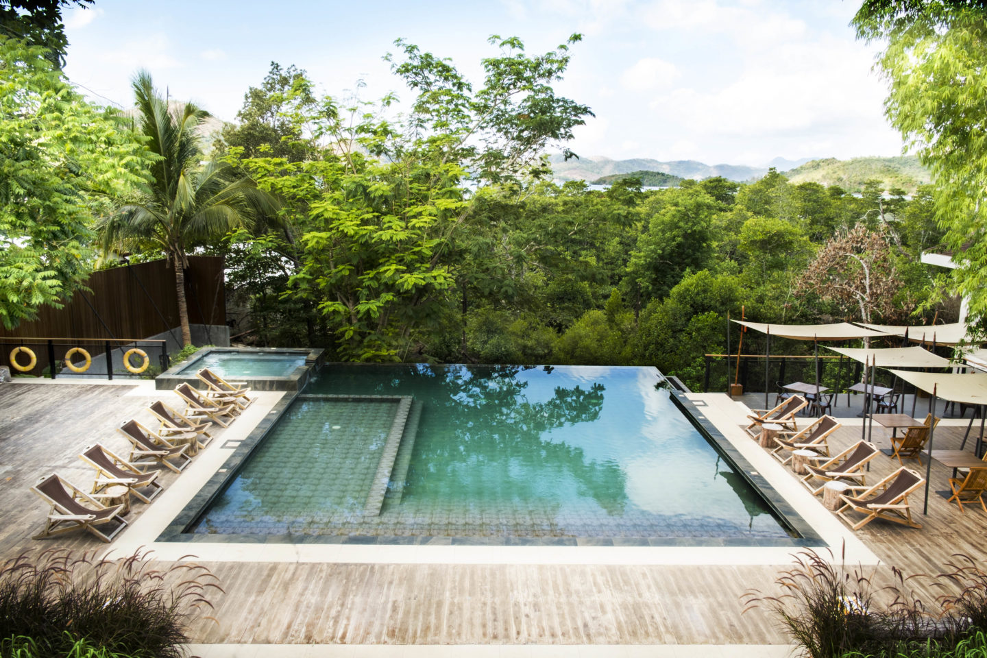 the funny lion pool, mid-range hotel in coron