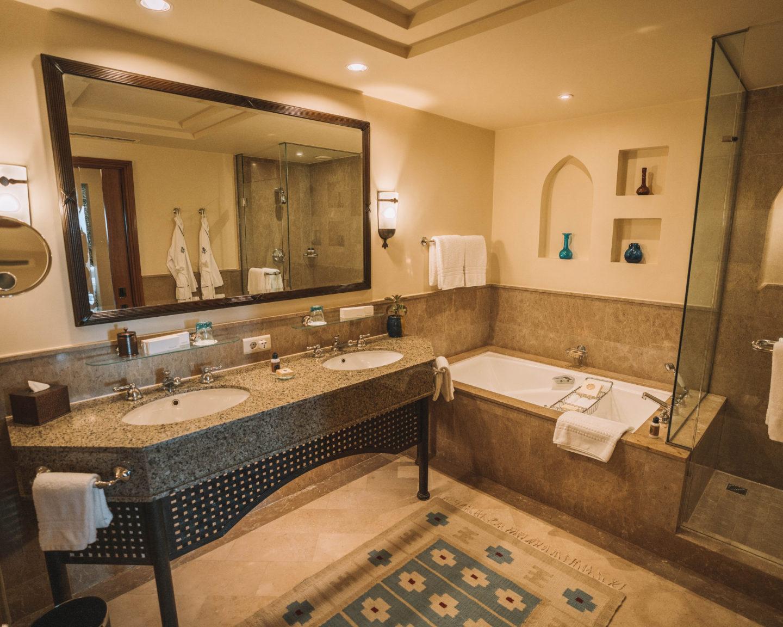premier sea view room bathroom