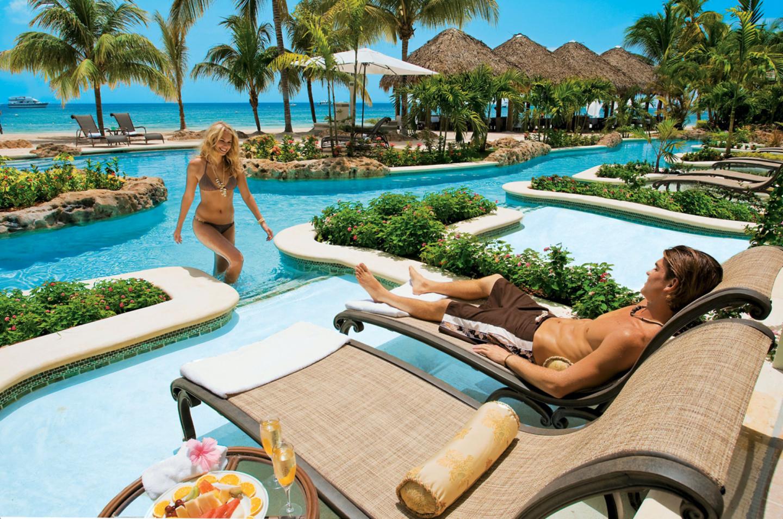 swim up pool area at sandals negril jamaica