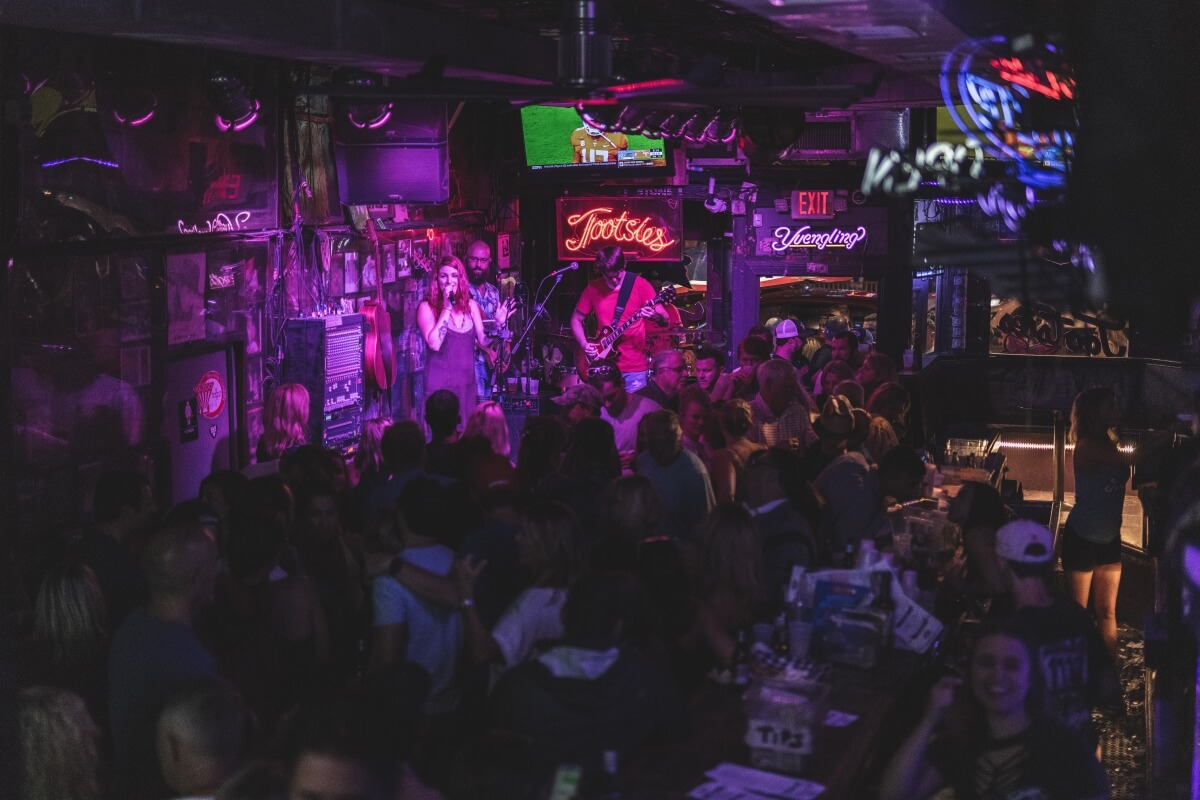 band playing to crowded Tootsies Orchid Lounge in Nashville 3 days in nashville