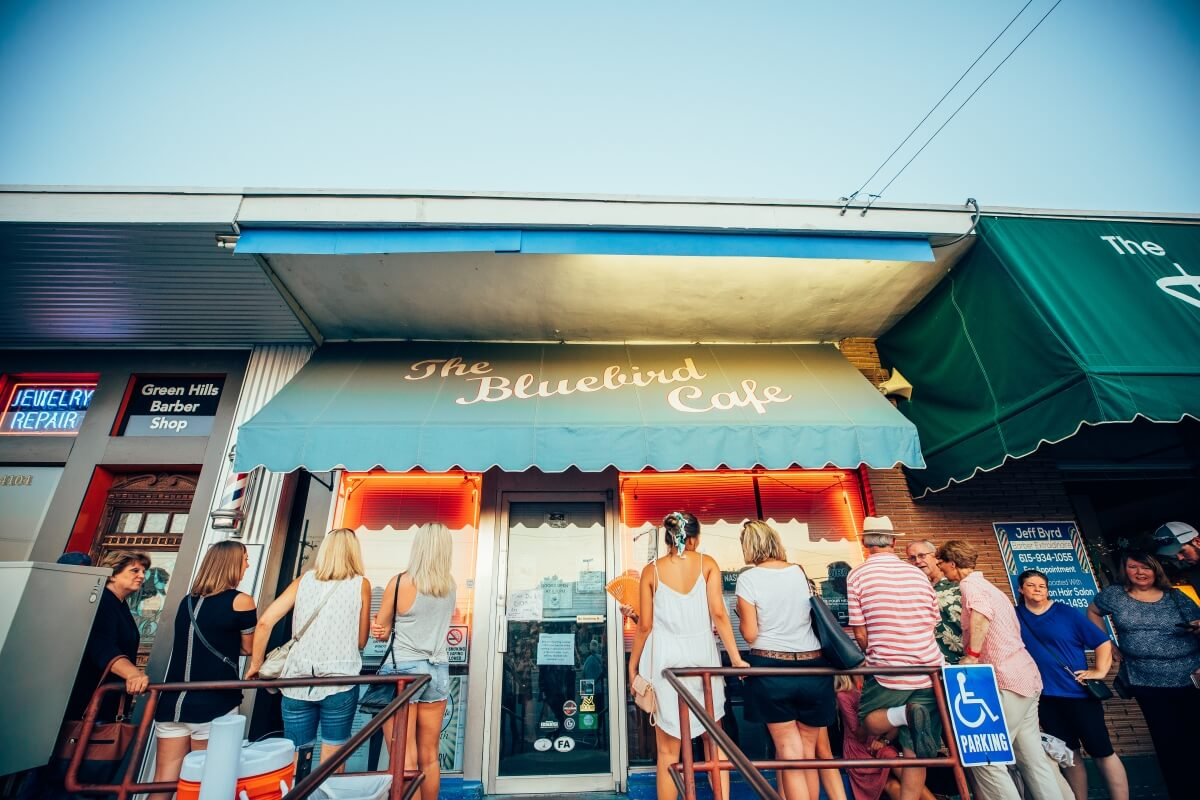 People waiting outside of the bluebird cafe in Nashville 3 days in Nashville itinerary
