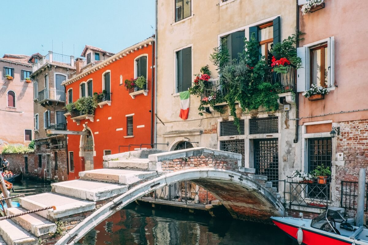 quaint streets of venice with colorful buildings 10 days in italy itinerary