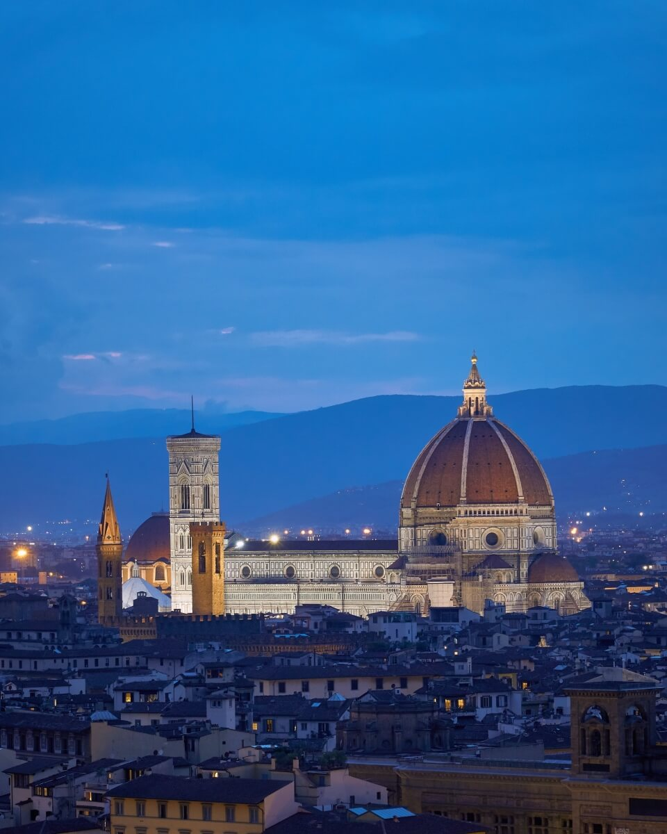 duomo at night time in florence italy