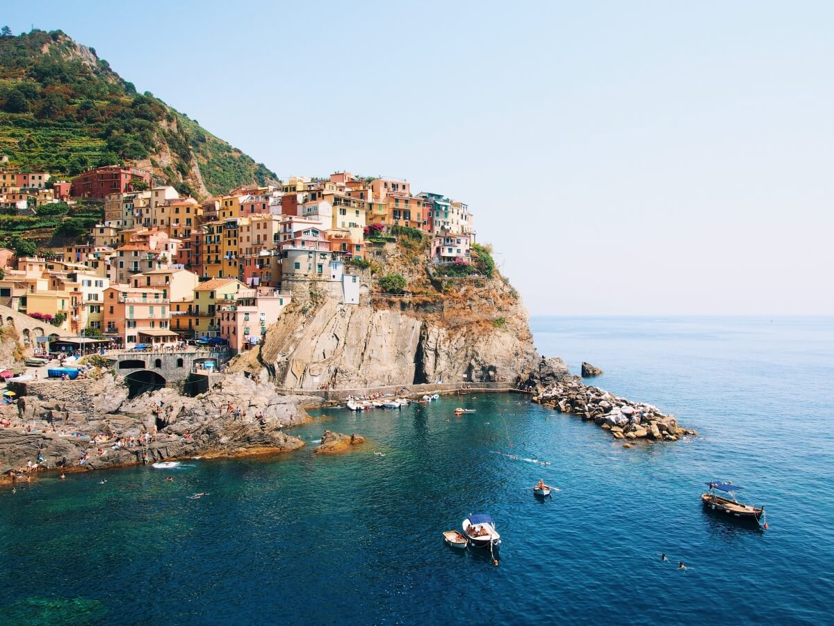 manarola view point in cinque terre italy beautiful colorful houses on cliff 10 day italy itinerary