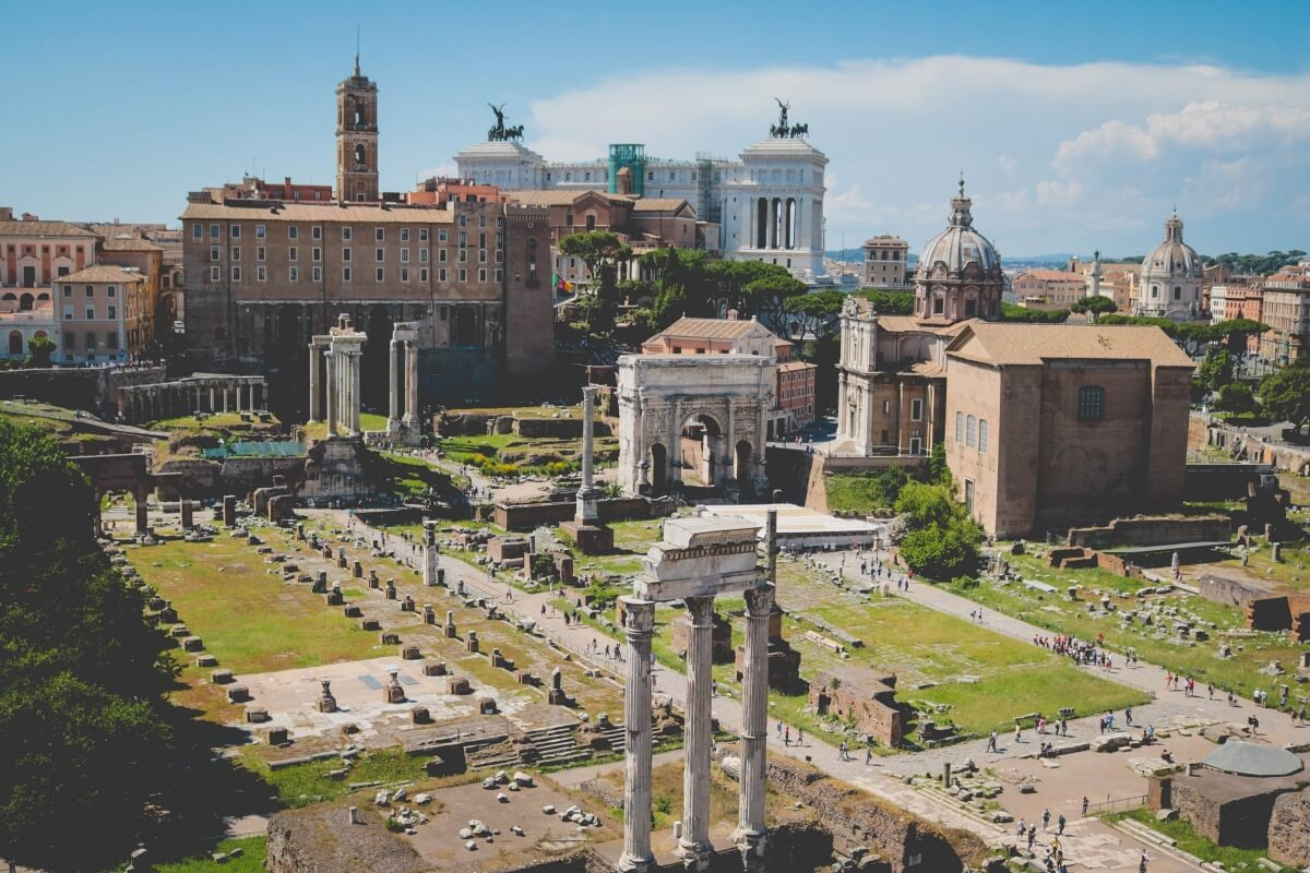 view of the roman forum italy itinerary