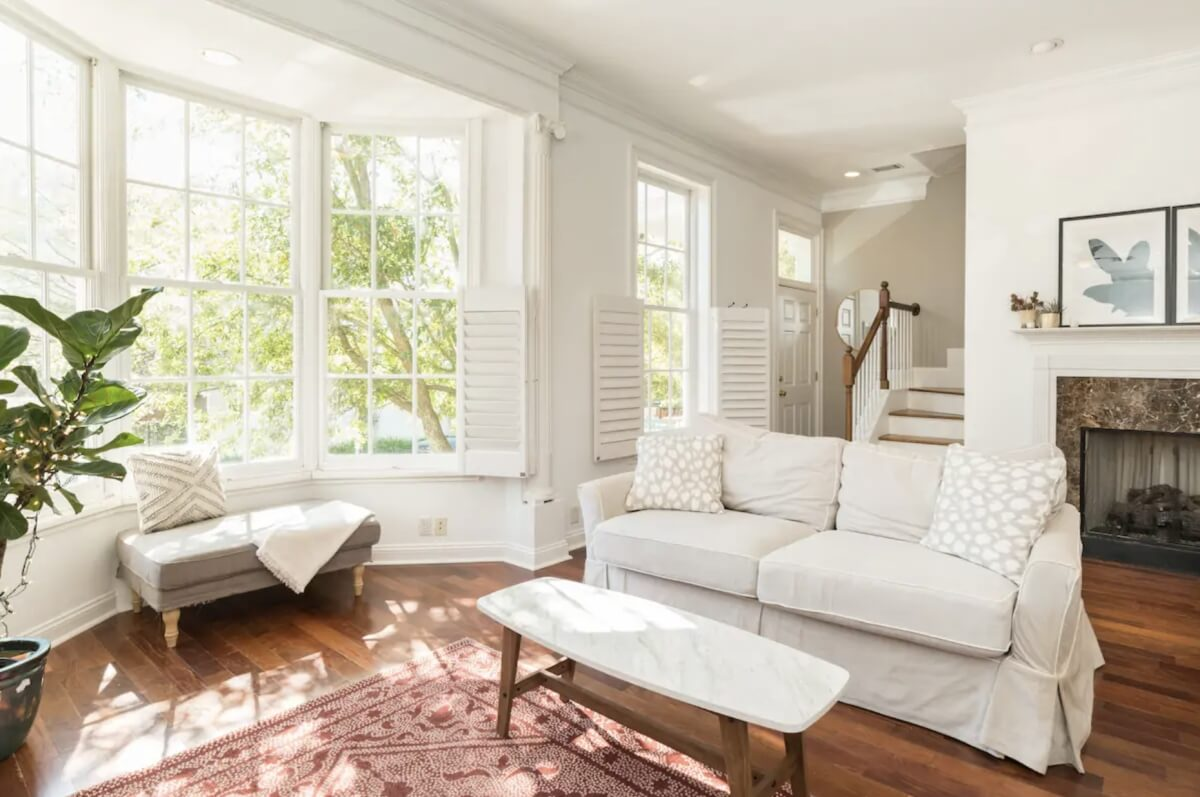 home with lots of natural light and bay window in savannah georgia