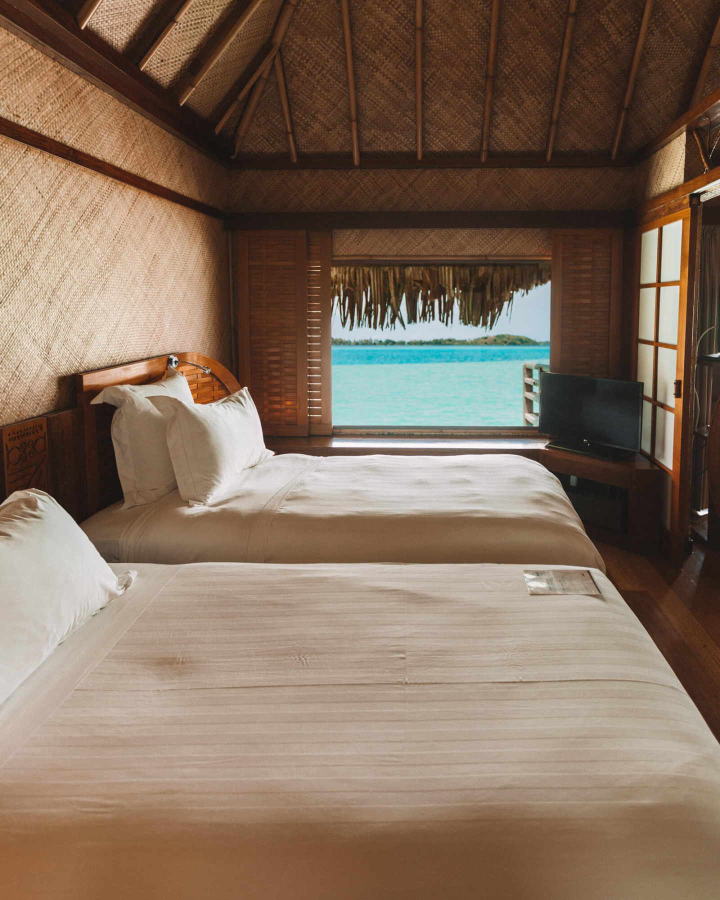 inside the bedroom with two twin beds at the intercontinental le moana bora bora