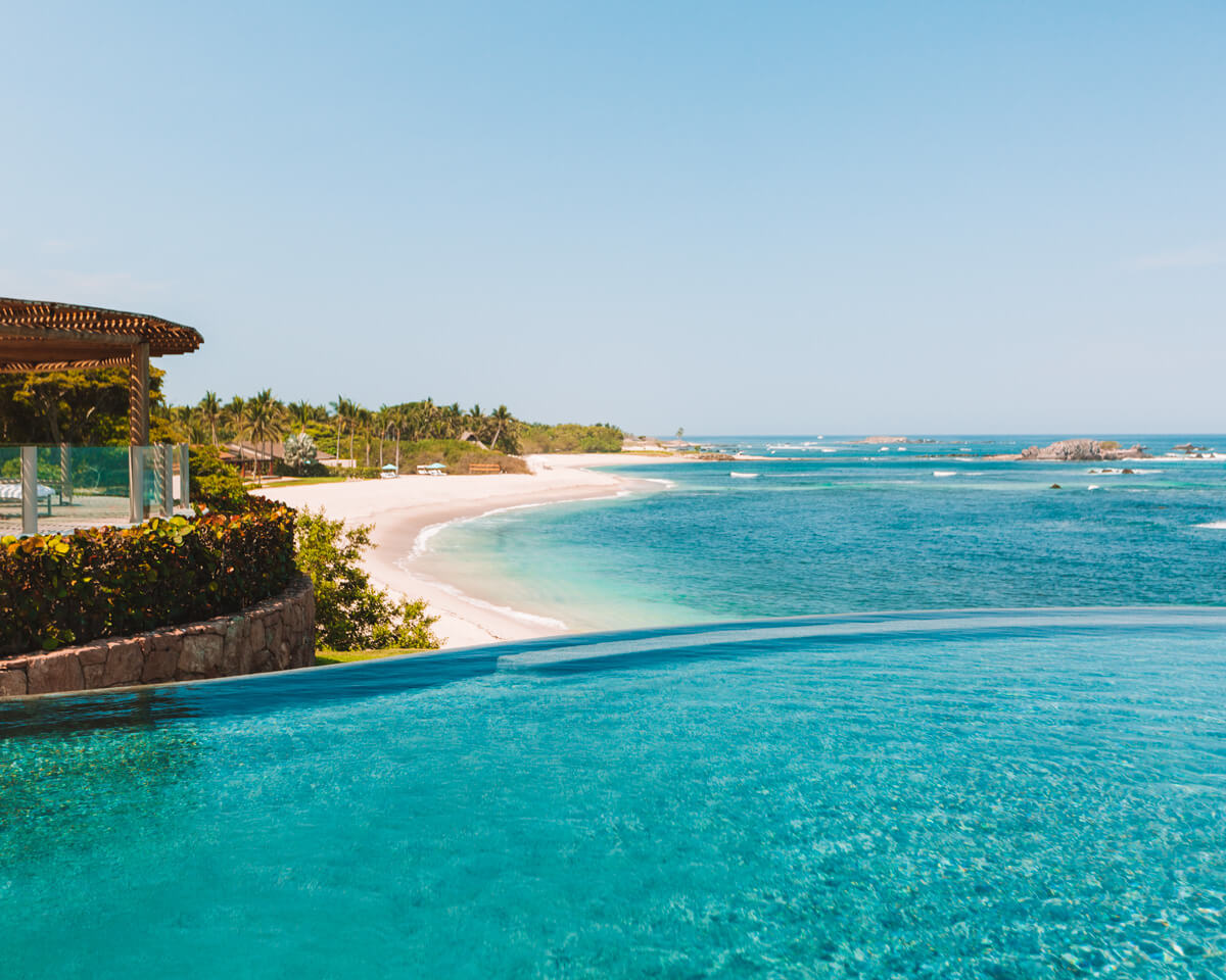 nuna infinity pool with view overlooking the pacific ocean at four seasons punta mita